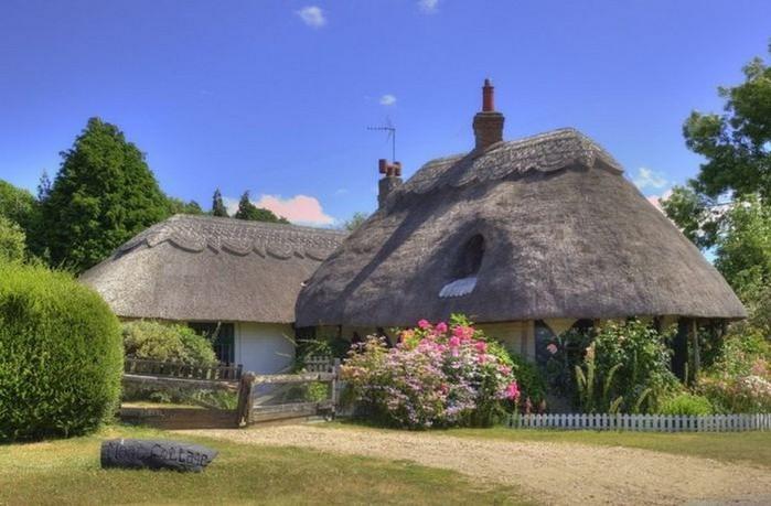 Красивые крыши английских домов/2822077_Krasivie_krishi_angliiskih_domov_3 (700x459, 85Kb)