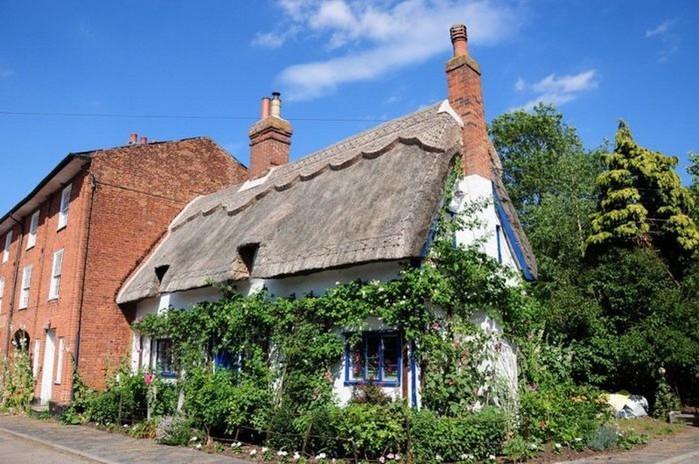 Красивые крыши английских домов/2822077_Krasivie_krishi_angliiskih_domov_8 (700x464, 120Kb)