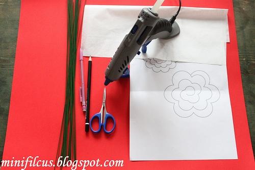 Как сделать бумажные розы. Мастер-класс (5) (500x333, 124Kb)
