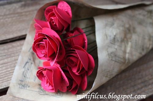 Как сделать бумажные розы. Мастер-класс (8) (500x333, 128Kb)