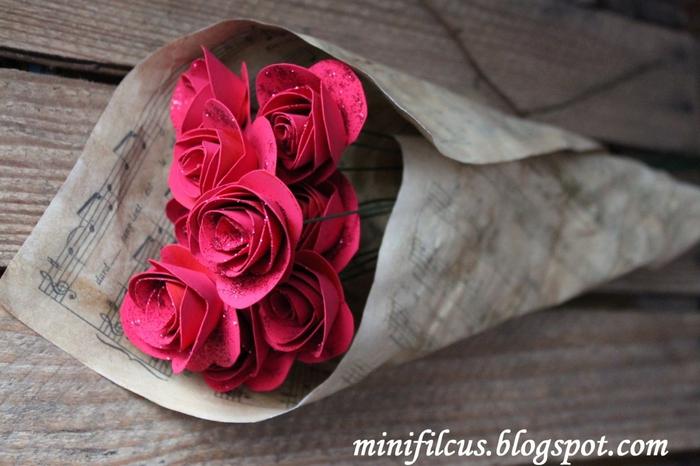 Как сделать бумажные розы. Мастер-класс (12) (700x466, 235Kb)