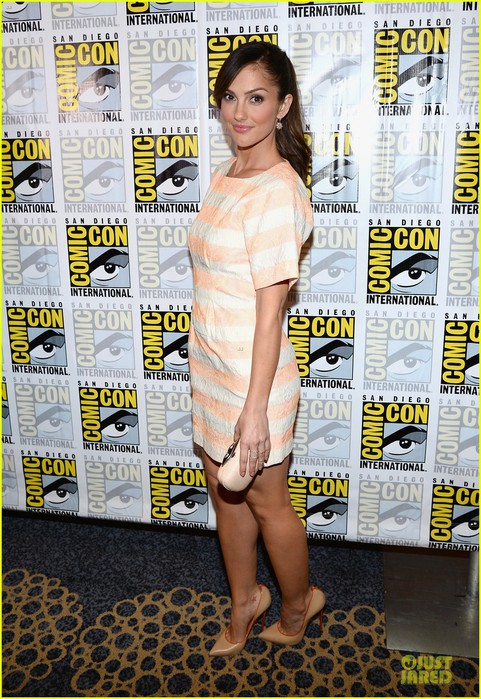 minka-kelly-michael-ealy-almost-human-at-comic-con-01 (481x700, 149Kb)