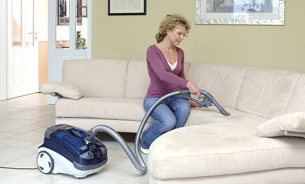 Правильный уход за мягкой мебелью