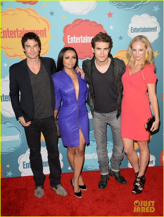 ian-somerhalder-daniel-gillies-vampire-diaries-originals-at-ew-comic-con-party-05 (527x700, 108Kb)