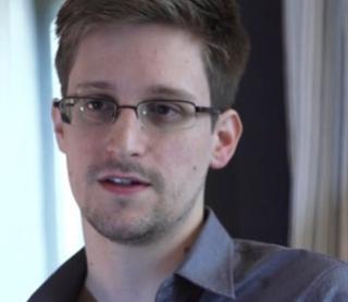 Бывший агент ЦРУ Сноуден (320x278, 43Kb)