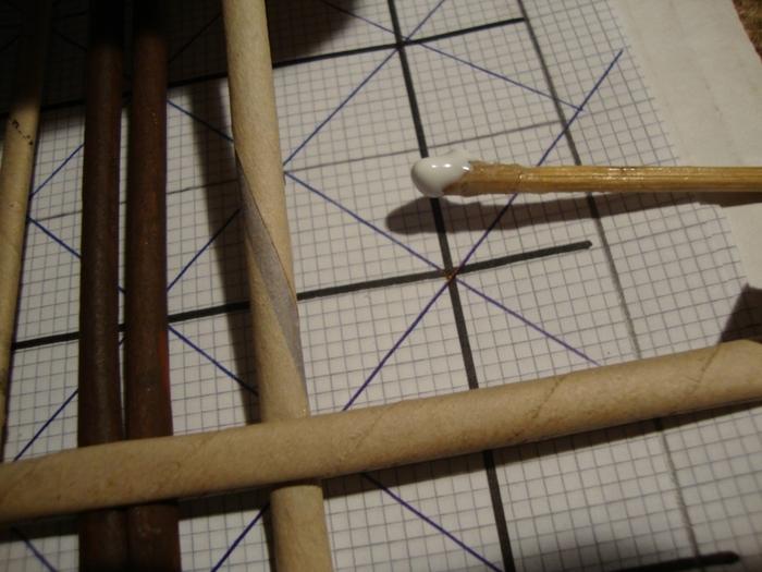 Плетение из газет. Газетница с интересным узором. Мастер-класс (8) (700x525, 247Kb)