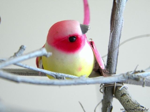 Топиарий из веток для птички и красивая композиция из тыквы (4) (640x480, 130Kb)