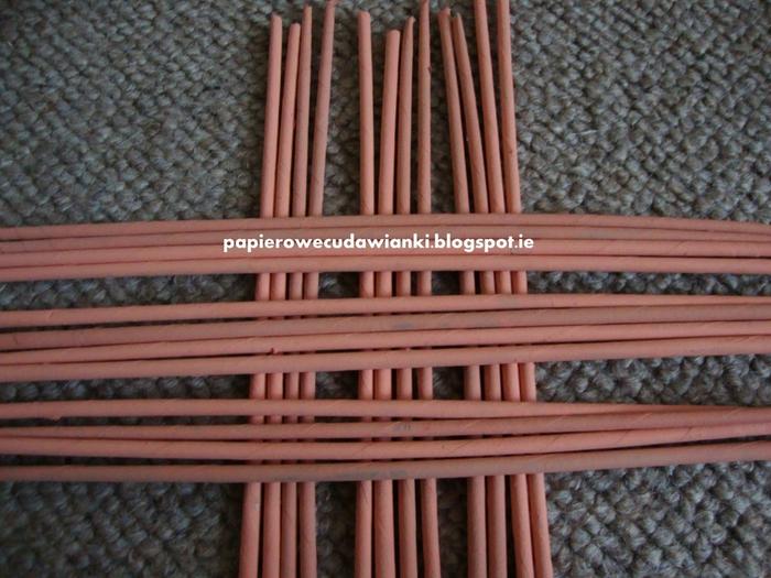 Плетение из газет. Узор для крышки корзинки. Мастер-класс (1) (700x525, 298Kb)