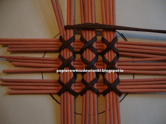 Плетение из газет. Узор для крышки корзинки. Мастер-класс (7) (700x525, 237Kb)