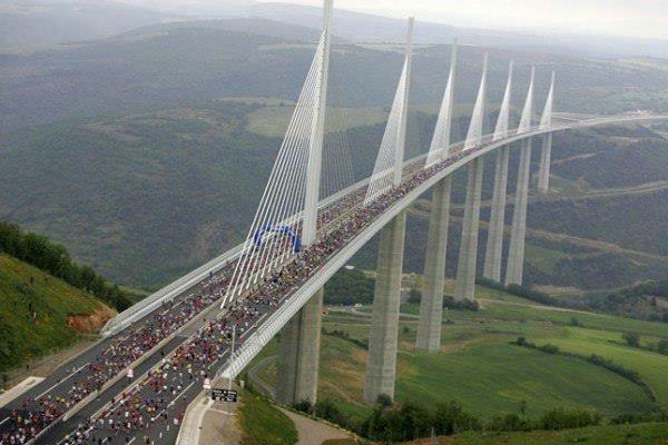 Millau Viaduct во Франции - самый высокий мост на планете (600x400, 228Kb)