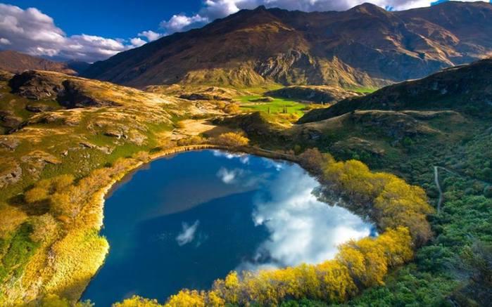 Озеро в долине, Астурия, Испания (700x437, 55Kb)