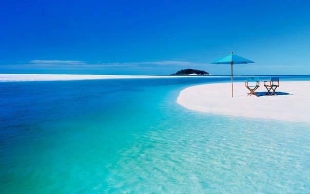 Пляж Whiteheaven beach - знаменитый пляж на острове Святой Троицы в Австралии. Длина пляжа составляет 7 км. Белоснежный кварцевый песок пляжа считается самым чистым в мире (604x379, 19Kb)