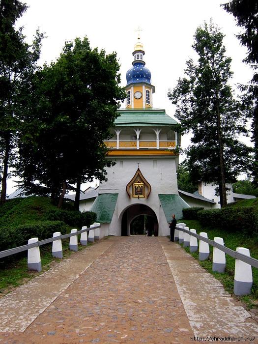 Свято-Успенский Псково-Печерский мужской монастырь (13) (525x700, 352Kb)