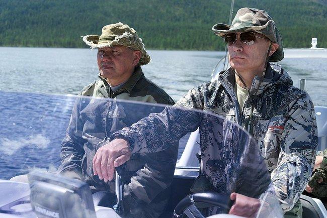 Путин поймал щуку. Фото из Тувы © пресс-служба Президента России 2 (650x434, 196Kb)