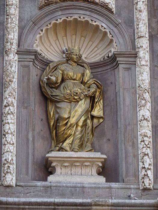 1024px-Zaragoza_-_Iglesia_de_Santa_Isabel_de_Portugal_de_Zaragoza_-_Fachada (525x700, 99Kb)