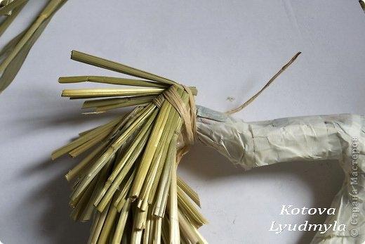 Как сделать стильный венок из соломы для украшения интерьера. Мастер-класс (11) (520x347, 92Kb)