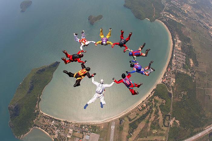 фотографии выступлений парашютистов (700x467, 347Kb)