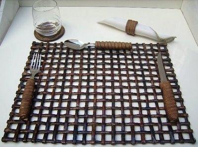 Салфетки, коврики и рамочки для фотографий из газетных трубочек. Видео мастер-класс (7) (400x296, 92Kb)