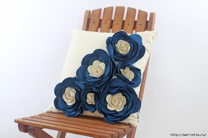 Hermosas almohadas con flores hechas de fieltro.  Ideas y master class (26) (700x465, 143Kb)