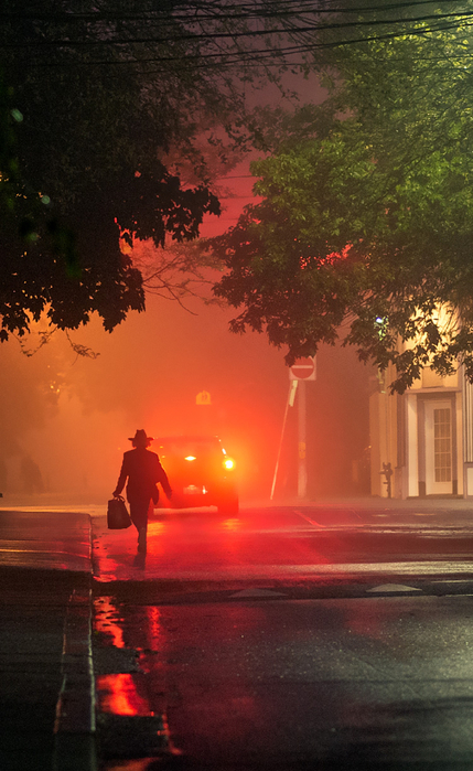 fog-street_ontario_man_red-light_night_02 (429x700, 363Kb)
