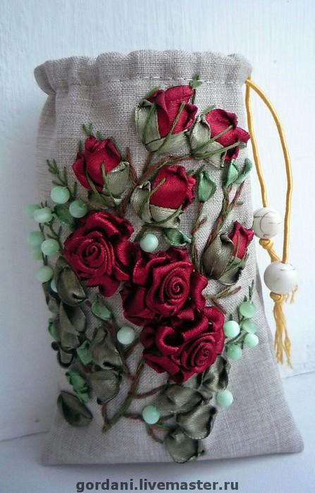 Букет из красных роз. Ленты. .