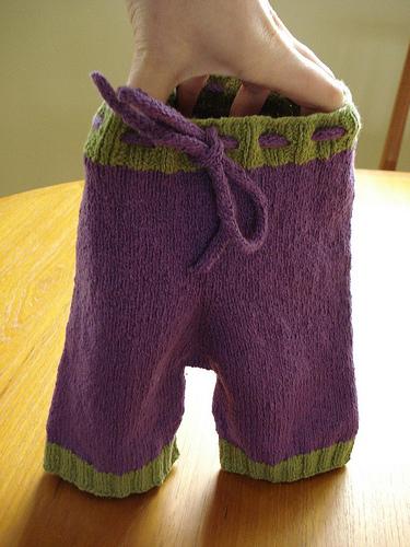 Как связать штанишки для