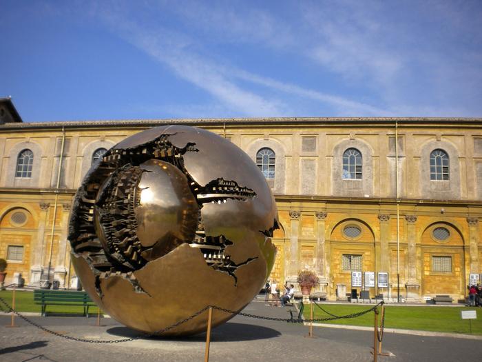 золотой шар  Ватикана (700x525, 445Kb)