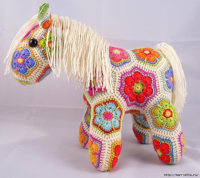 Замечательная лошадка фрагментом Африканский Цветок (1) (700x622, 353Kb)