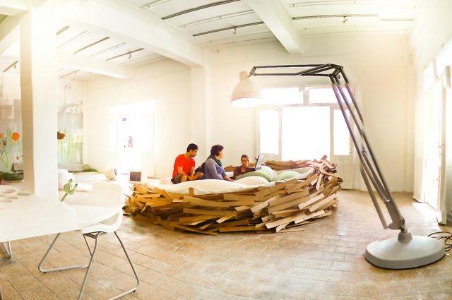 дизайнерская мебель кровать-гнездо 4 (640x425, 129Kb)