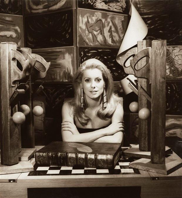 Катрин Денев, сфотографировал  Ман Рэй 1968 (620x676, 127Kb)
