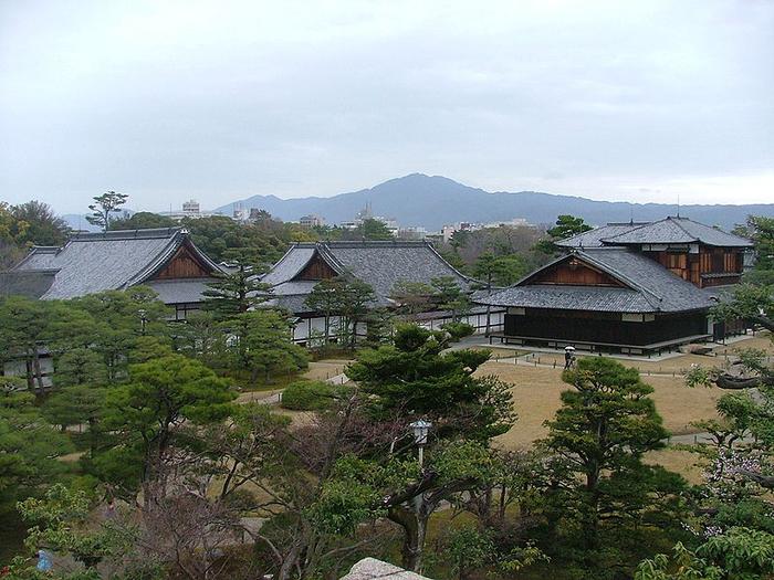 Японский замок Нидзё фото (700x525, 426Kb)