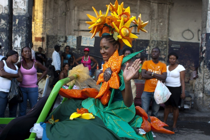 карнавал цветов на гаити фото 1 (700x466, 259Kb)