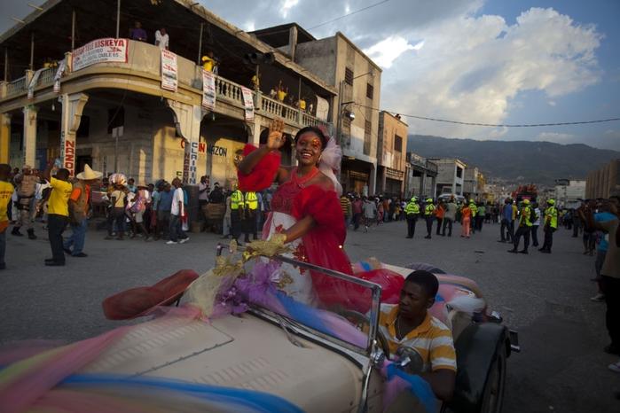 карнавал цветов на гаити фото 2 (700x466, 236Kb)