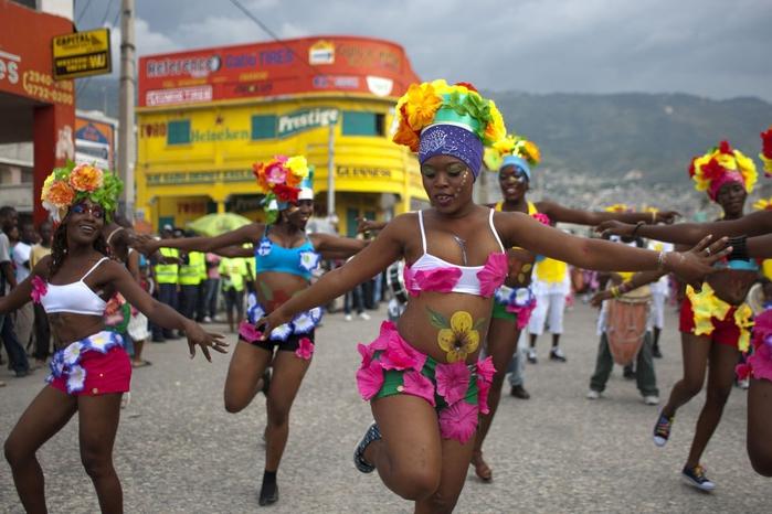 карнавал цветов на гаити фото 5 (700x466, 249Kb)