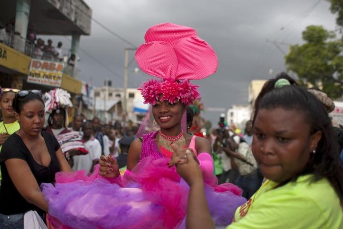 карнавал цветов на гаити фото 6 (700x466, 208Kb)