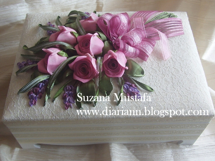 розы. объемная вышивка лентами (16) (700x525, 307Kb)