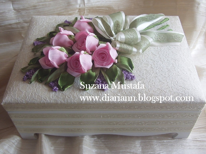 розы. объемная вышивка лентами (18) (700x524, 291Kb)