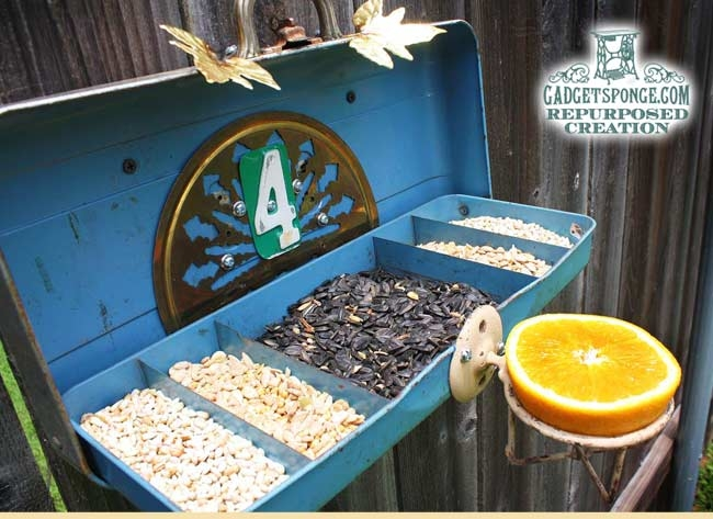 TackleBoxBirdFeeder2 (650x473, 181Kb)
