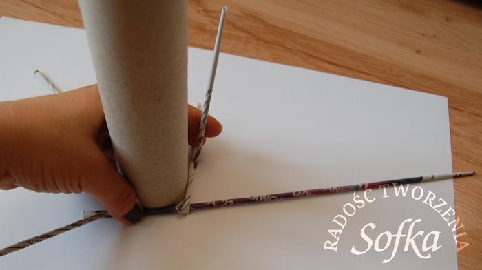 как крутить трубочки из газет и плести спиральным плетением (14) (700x392, 143Kb)
