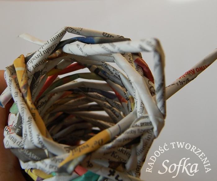 как крутить трубочки из газет и плести спиральным плетением (26) (700x584, 236Kb)