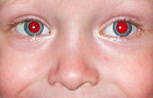 Как сделать глаза на фото красными