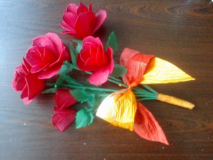 Цветы из гофрированной бумаги. Несколько мастер-классов (39) (700x525, 303Kb)