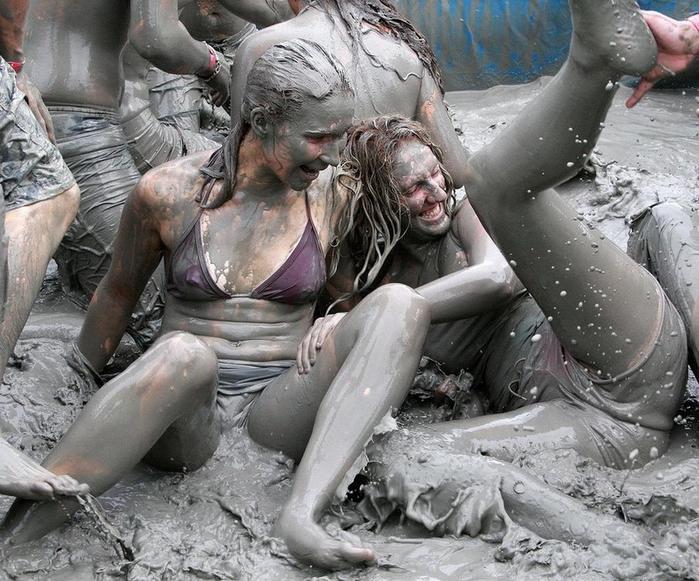 фестиваль морской грязи в южной корее фото 2 (700x581, 422Kb)
