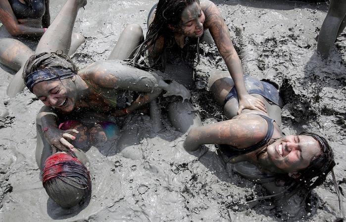 фестиваль морской грязи в южной корее фото 4 (700x448, 355Kb)