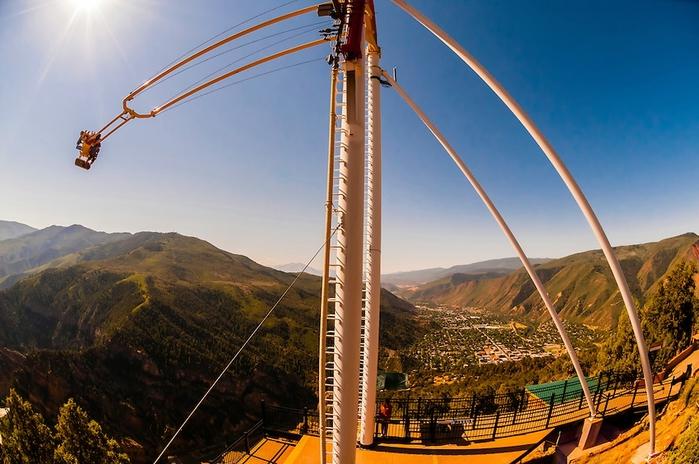 качели над пропастью Giant Canyon Swing (700x464, 255Kb)