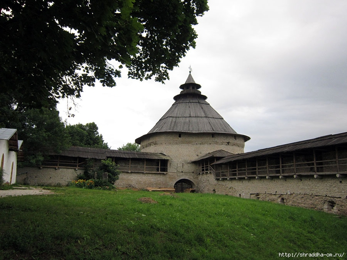 Псков, Церковь Покрова от Пролома (1) (700x525, 279Kb)