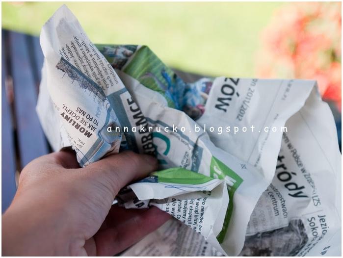 Восхитительный павлин из бумаги, газетных трубочек и перьев (7) (700x526, 205Kb)