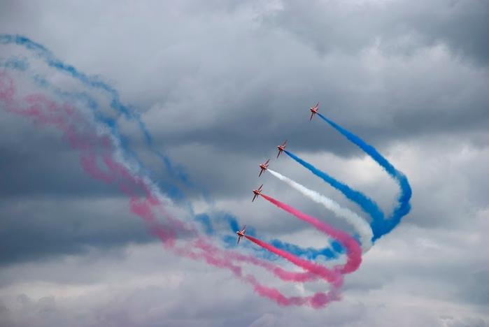 LMD076 Red Arrows RAF (700x468, 127Kb)