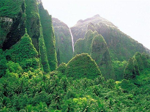 Маркизские острова. находятся в 1500 км к северо-востоку от Таити (четыре часа полета от Таити)...