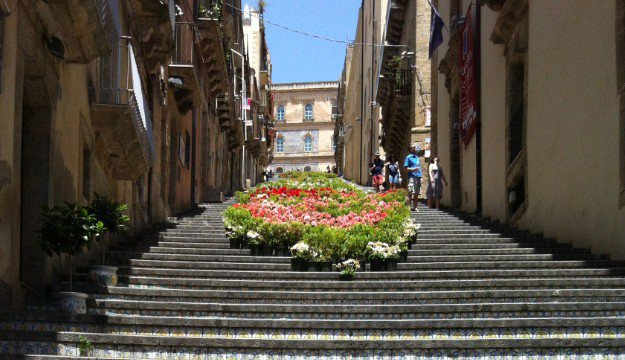лестница Санта-Мария-дель-Монте сицилия 11 (625x360, 247Kb)
